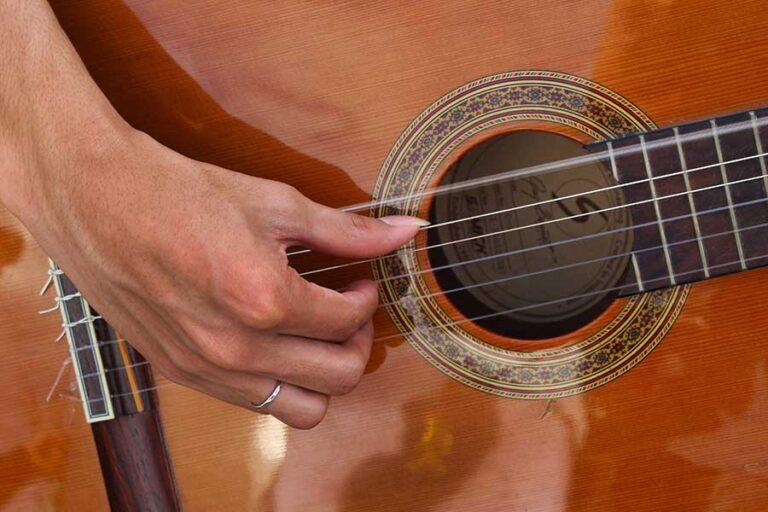 aprender a tocar guitarra española