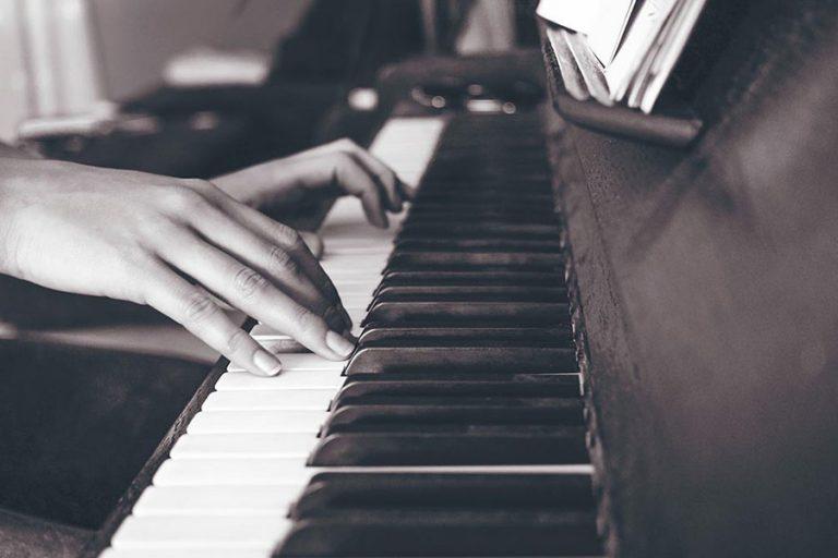 aprender tocar piano profesor