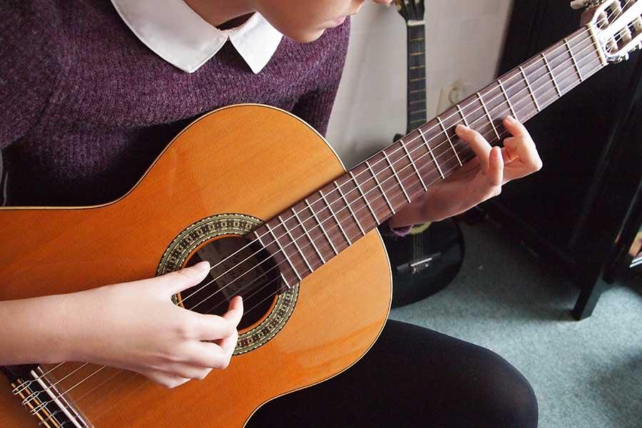 tocar la guitarra aprender