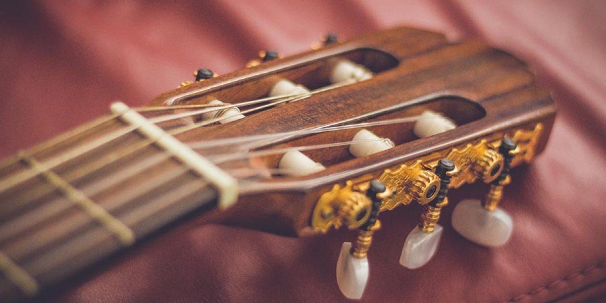 aprender a tocar la guitarra española desde cero