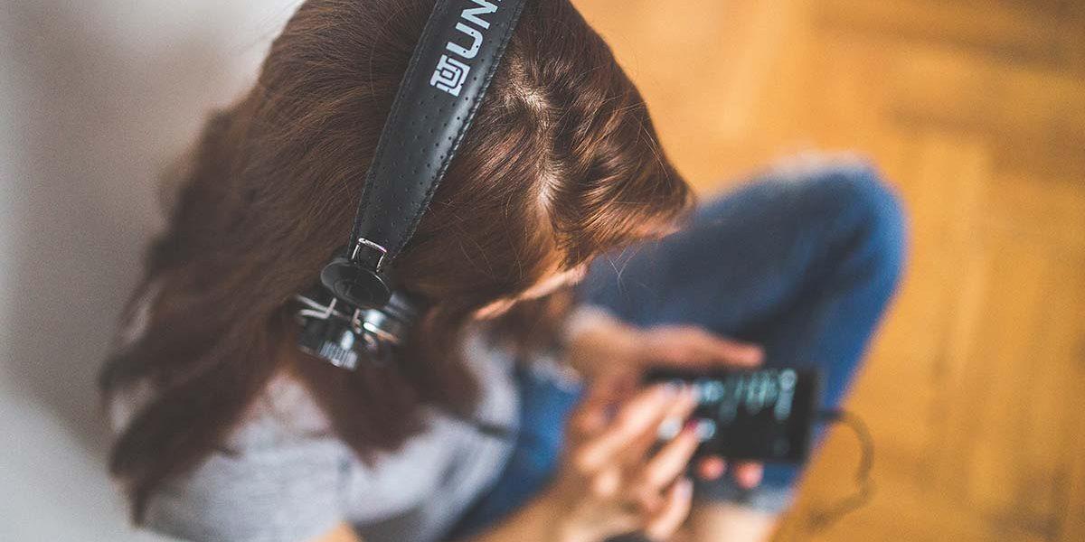 escuchar y tocar música