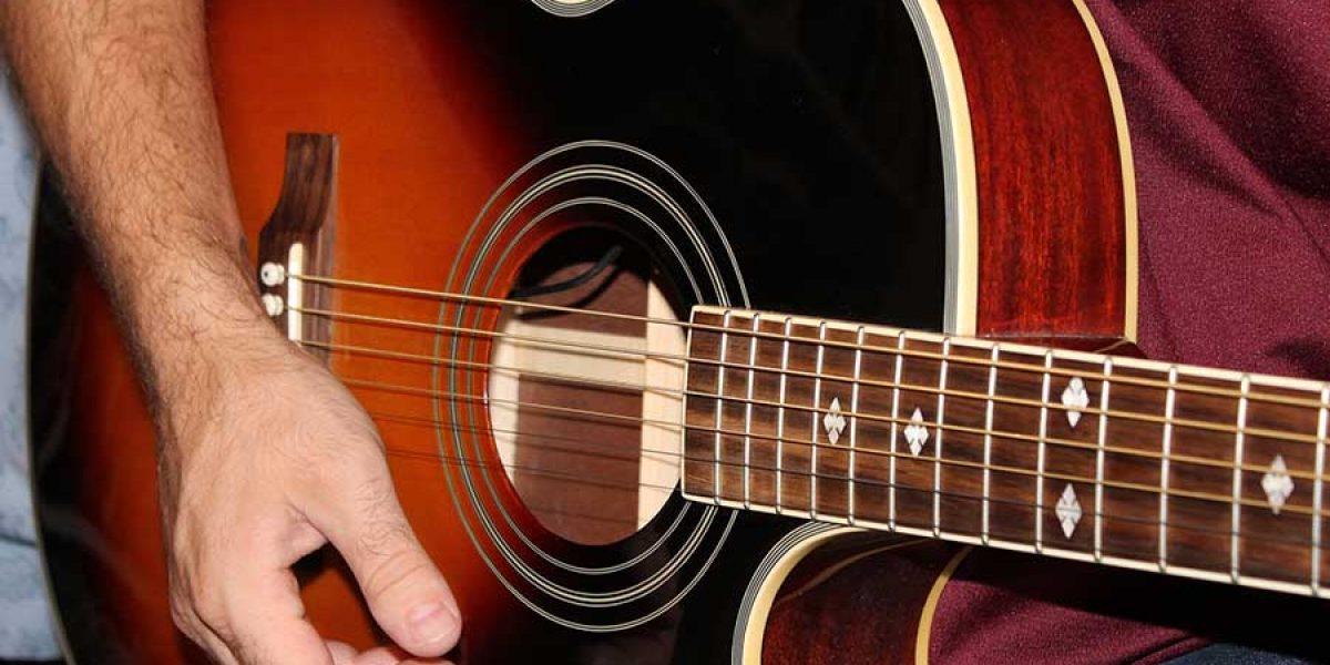 profesor guitarra acústica