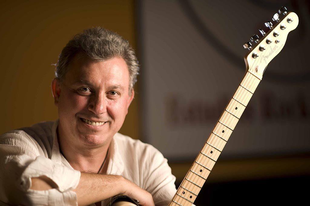 profesor guitarra pipo lópez